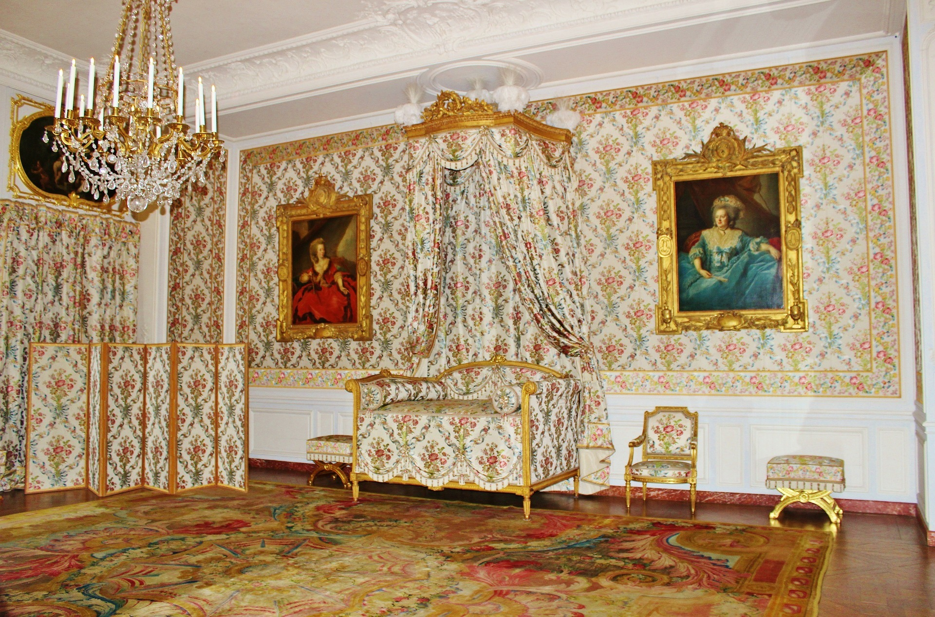 Discover the Mesdames' Apartments