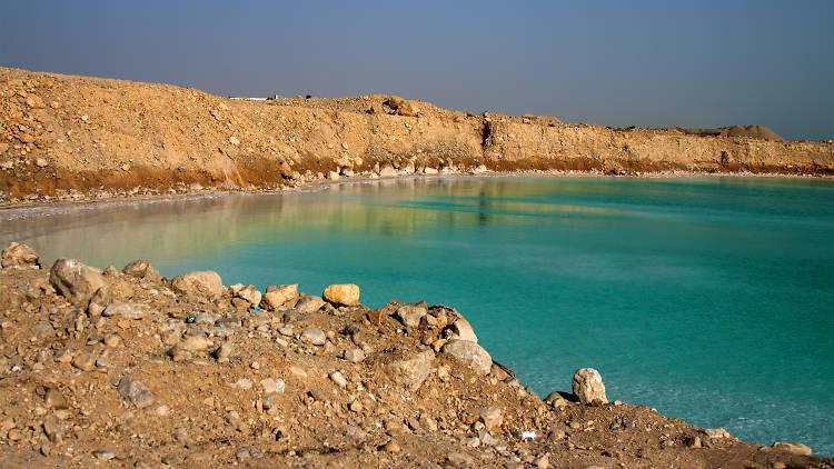 Se laisser flotter sur les eaux de la Mer Morte, le spa naturel d'Israël