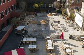 Lieu hybride et cool, le MOB Hôtel est devenu the place to be à Saint-Ouen