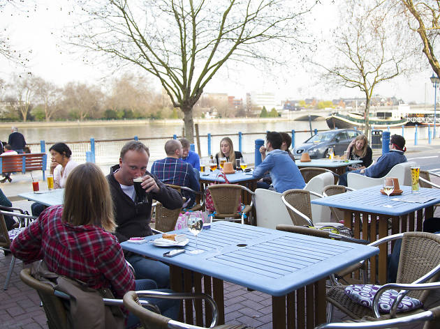 where to watch the boat race, duke's head