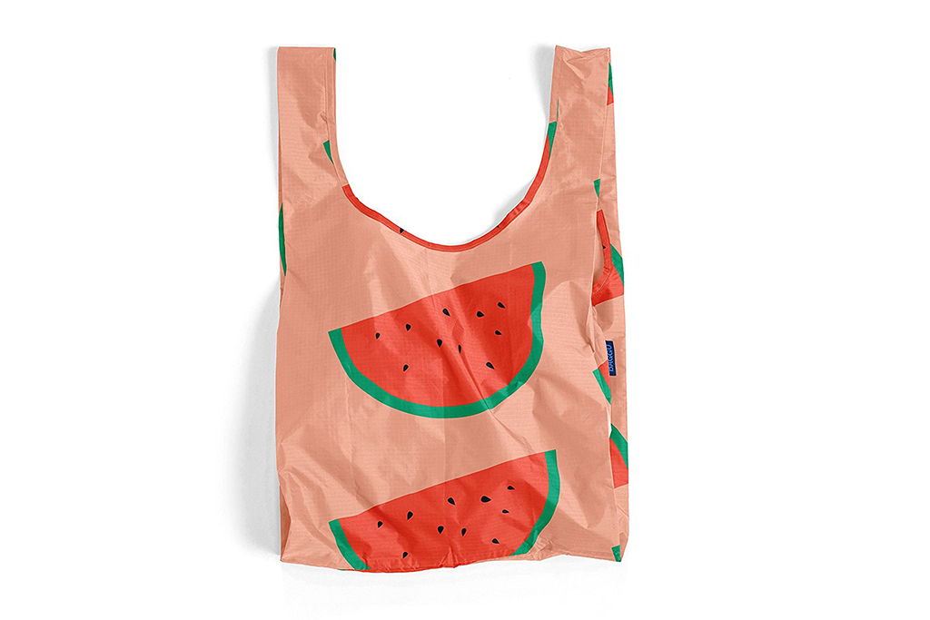 Double-duty beach tote