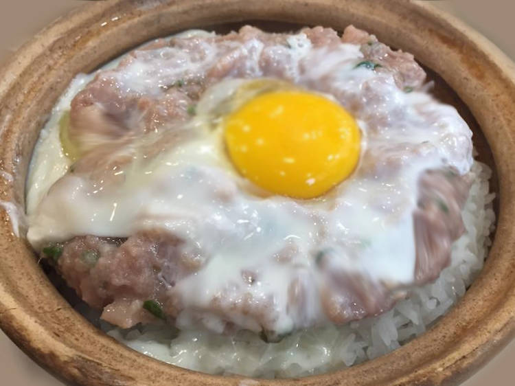 Beef and egg claypot rice at Chan Hon Kee