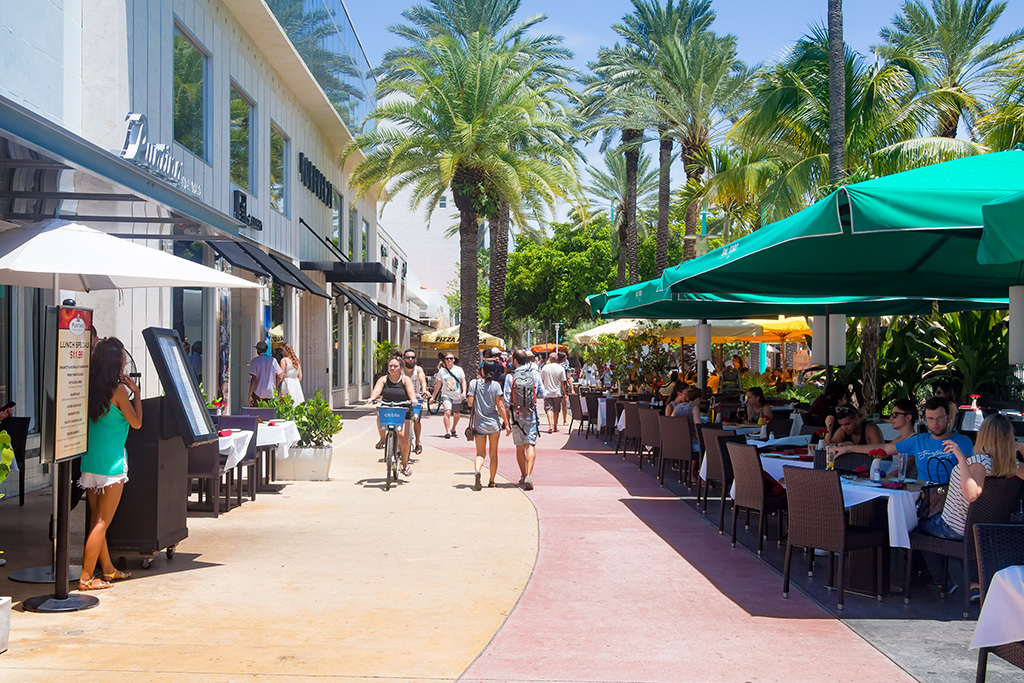 Ladies score free stuff on Lincoln Road this month