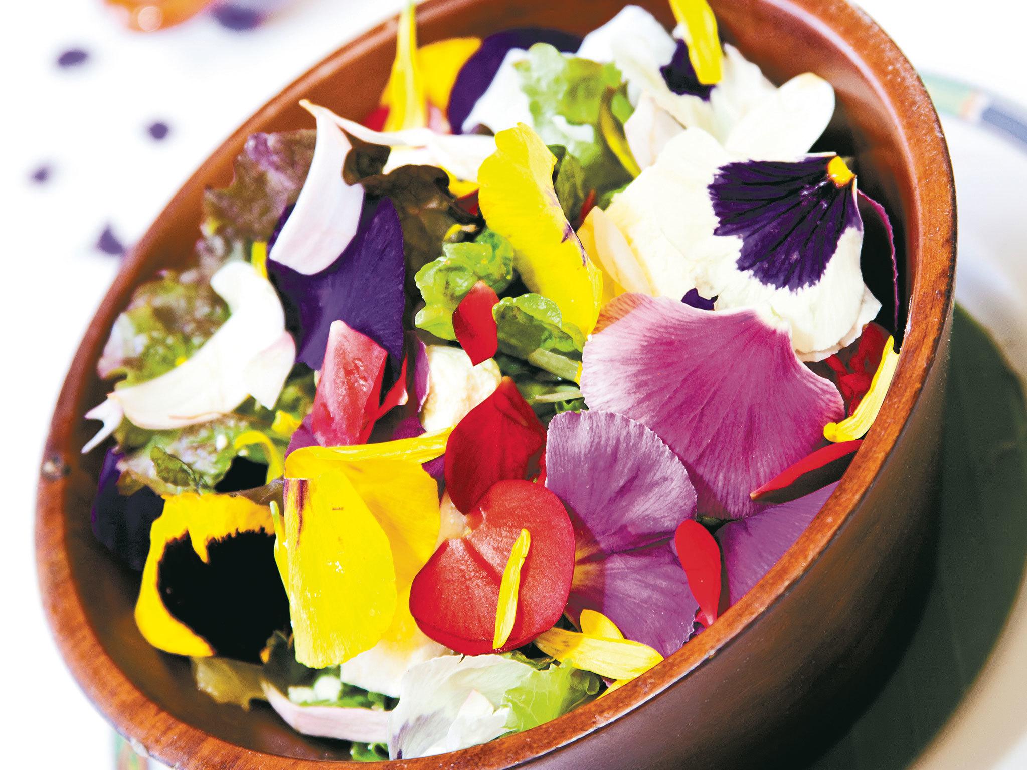 Ensalada de flores comestibles