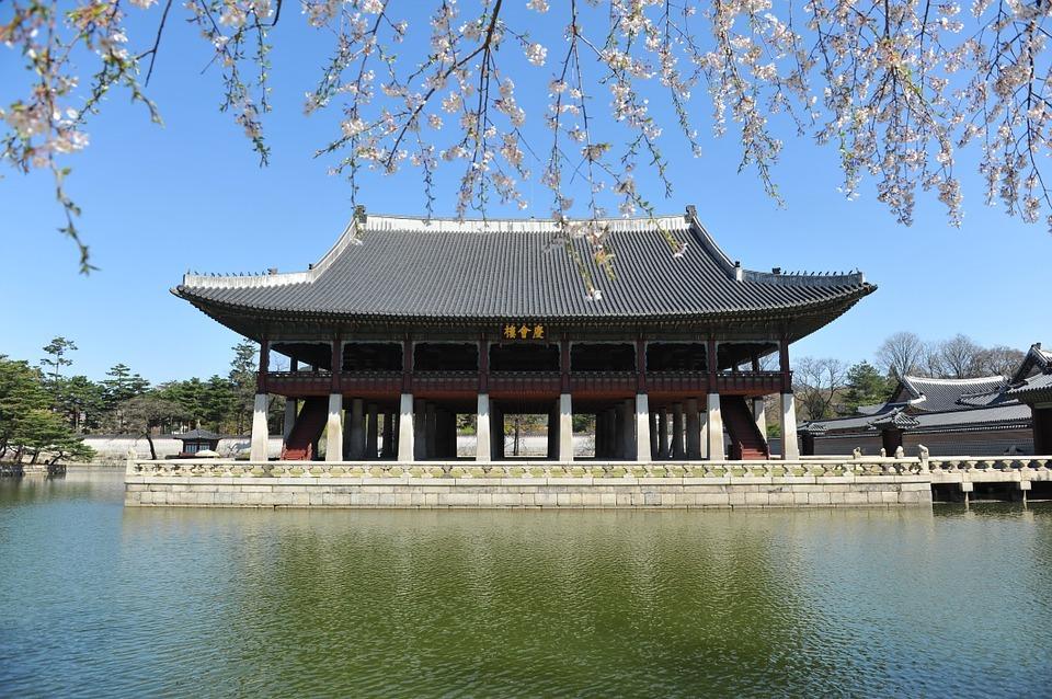 Free and secret, Gyeongbokgung's Gyeonghoeru Pavilion tour