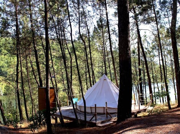 Nove parques de campismo em Portugal para dormir à luz das estrelas