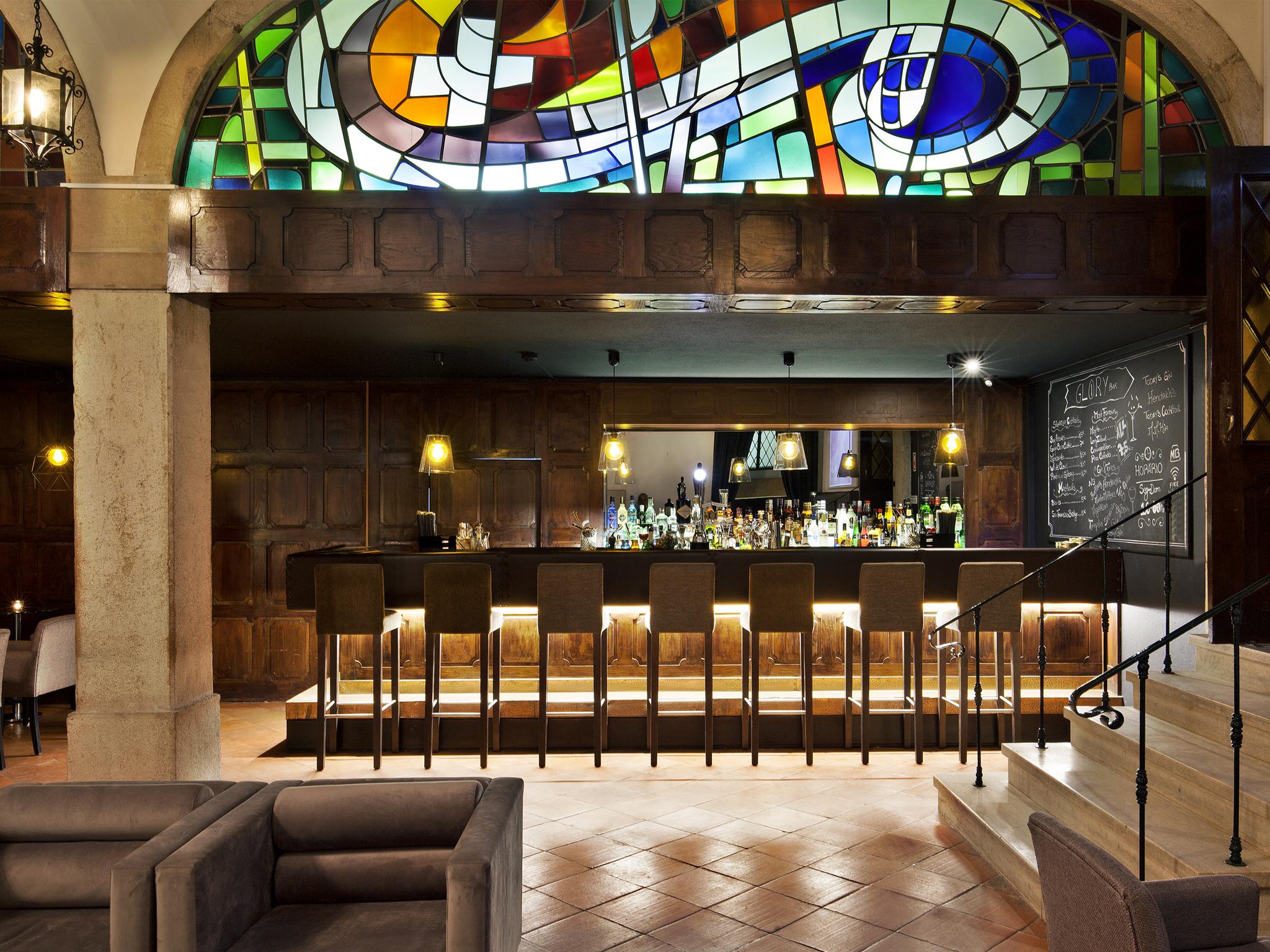 Glory Bar