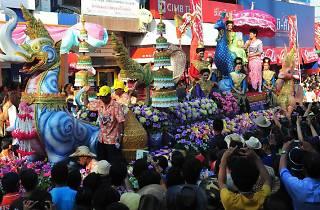 ขบวนมหัศจรรย์ วันเบิกบานสงกรานต์ไทย