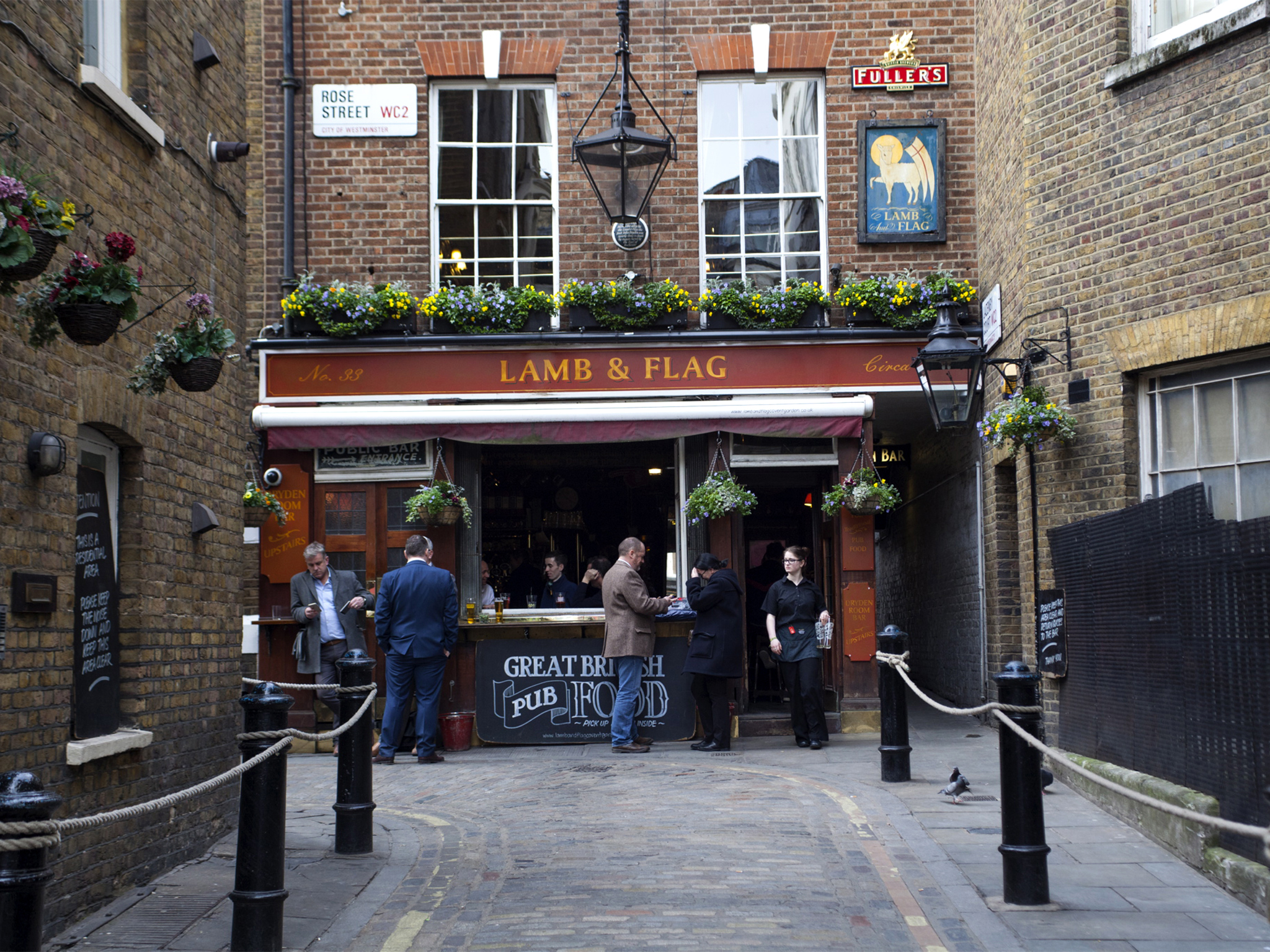 london's best historic pubs, lamb & flag