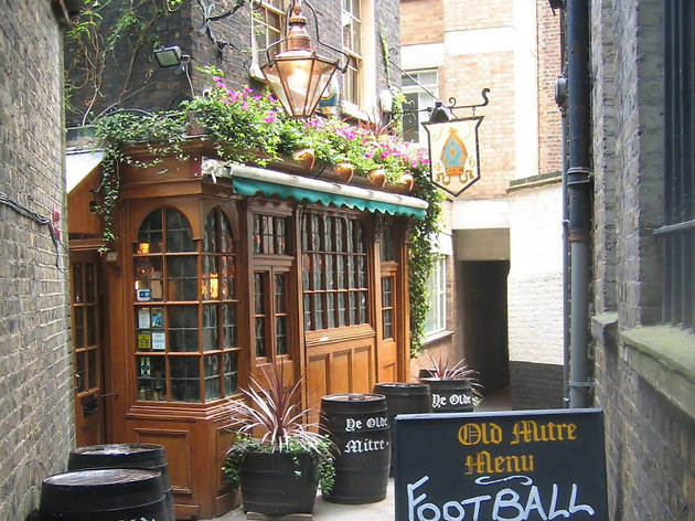 London's best historic pubs, ye olde mitre tavern