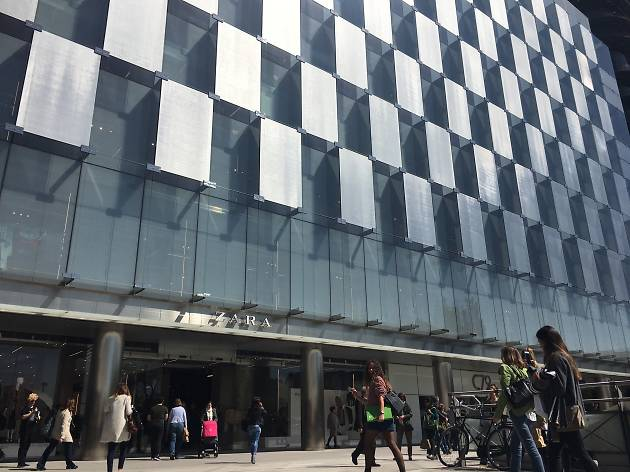 Comprar en el Zara más grande del mundo