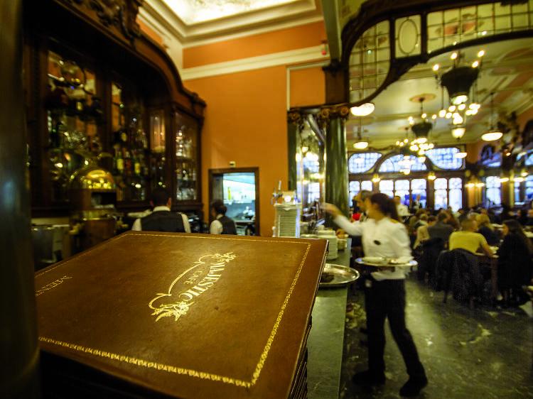 Há espelhos com 90 anos no Majestic Café