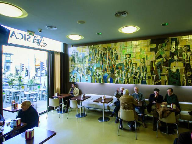 Os painéis de azulejos são uma imagem de marca no Sical.