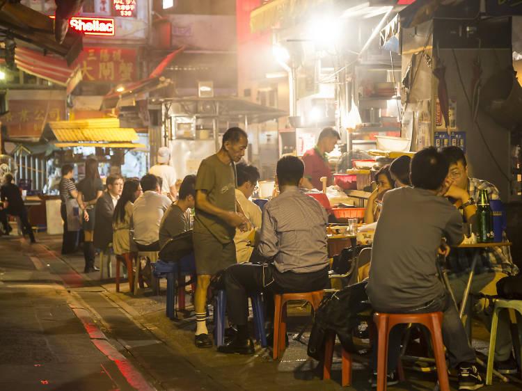 Eat at a dai pai dong