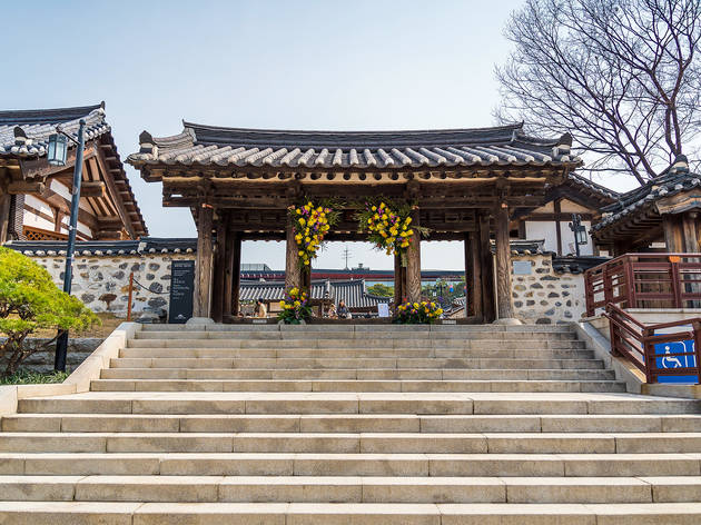 Free tour of Namsangol Hanok Village