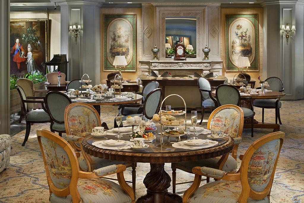 Windsor dining room set