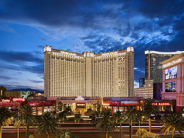 Best Hotels In Las Vegas For Sinning On A Budget