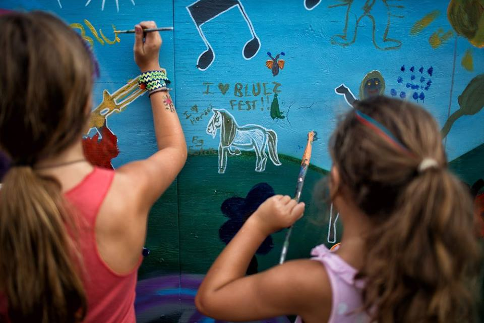 Children painting a wall at Bluesfest