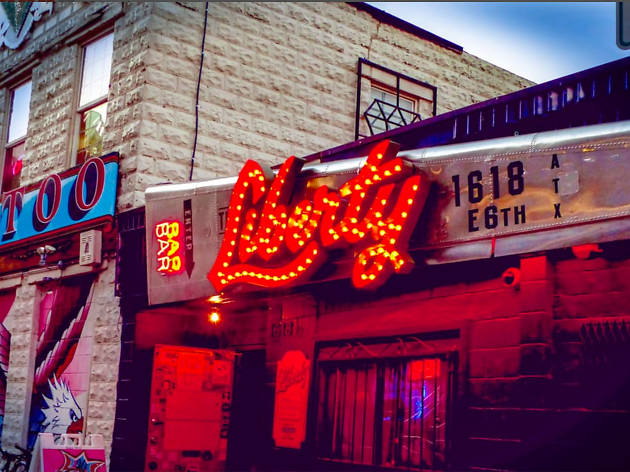 Check out the 15 best dive bars in Austin