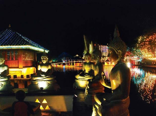 Hot Spot: Buddha Rashmi Vesak at Gangaramaya