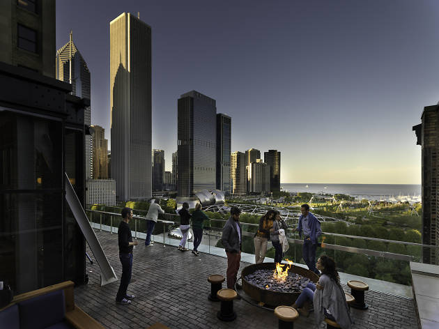 Chicago bars with waterfront views