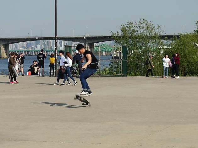 2. Fun land activities on the Han