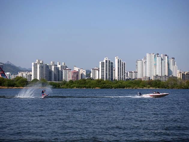 3. Fun water activities on the Han