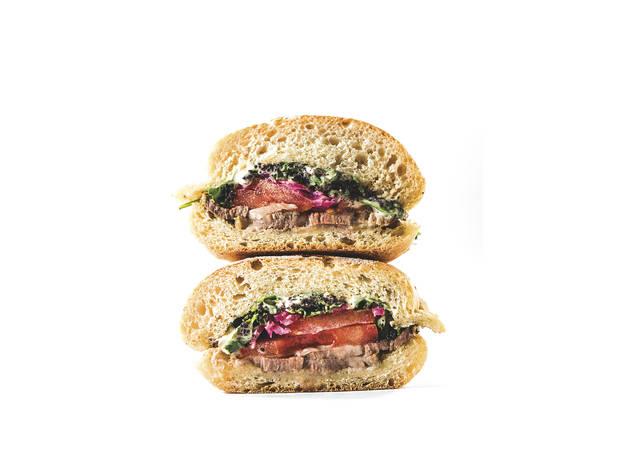 Sanduíche de carne assada - Balcão da Esquina