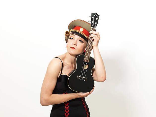 Cabaret del Món, Eva Von Schnippisch