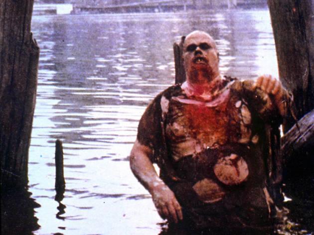 Un zombie emerge de las profundadides