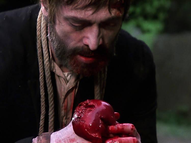 Zombie comiendo un corazón