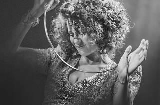 Biraz Caz Biraz Funk: Cyrille Aimée
