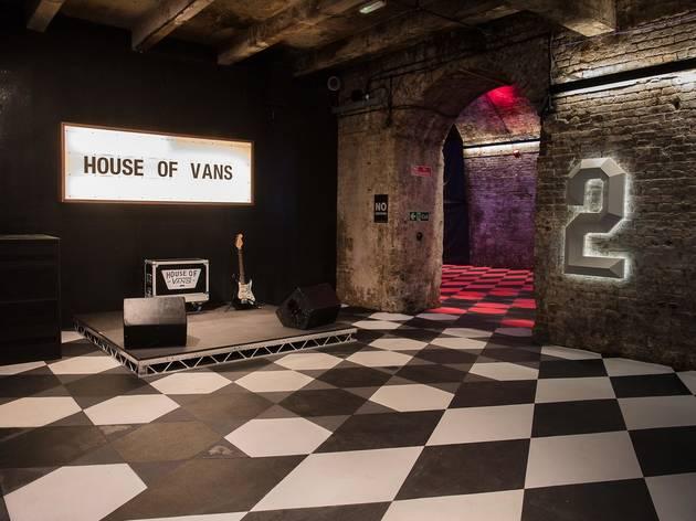 d35617acc21a House of Vans