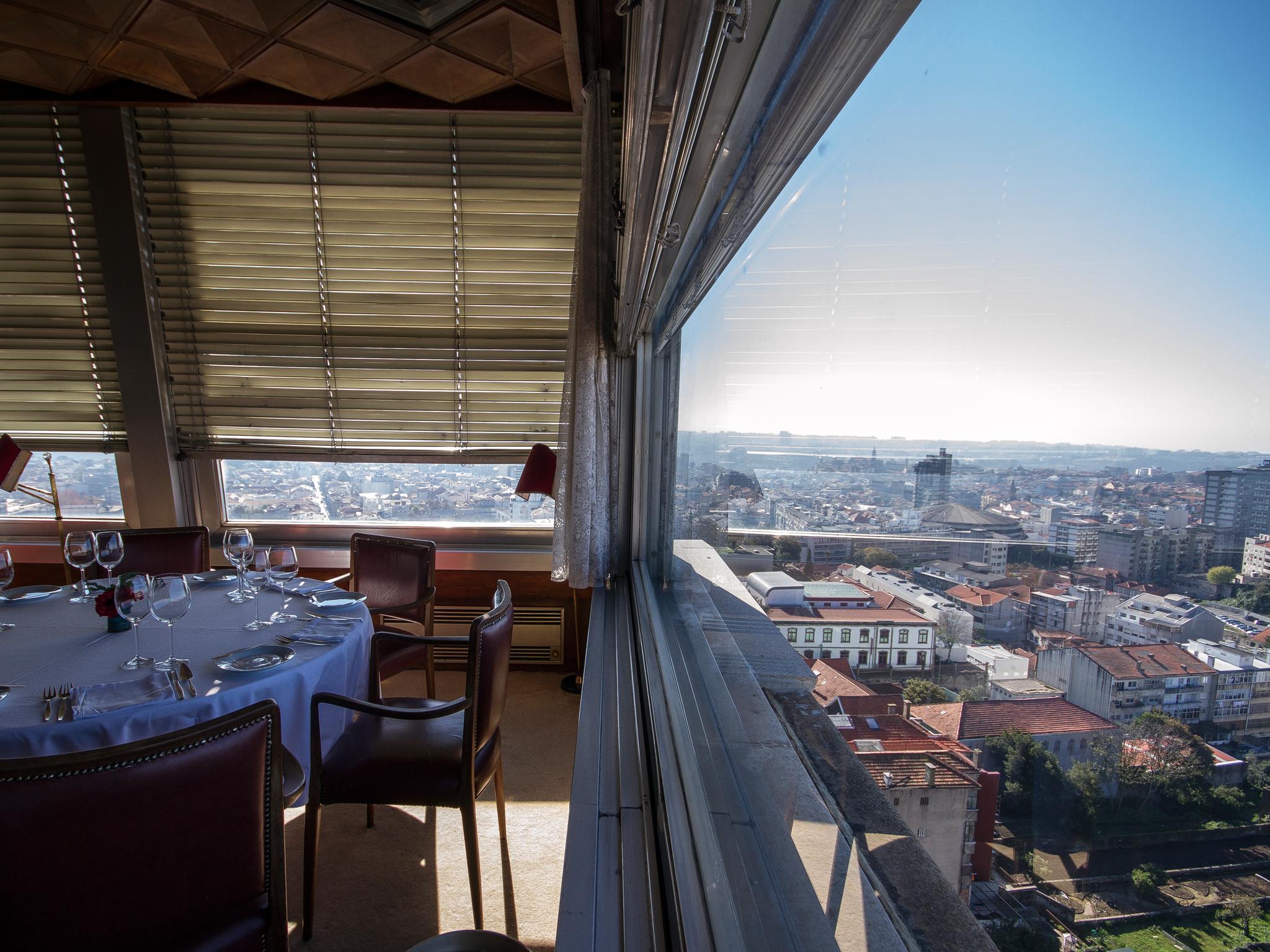 Aprecie a vista para o Porto no Portucale