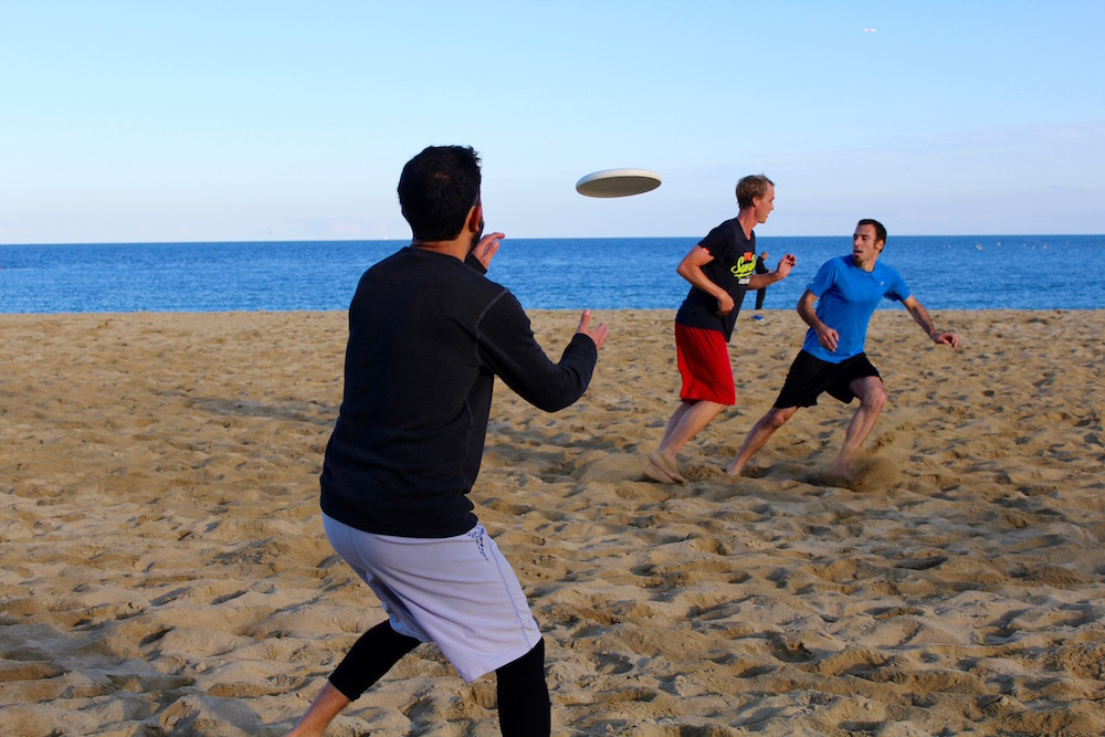 Jugar a ultimate frisbee a Barcelona