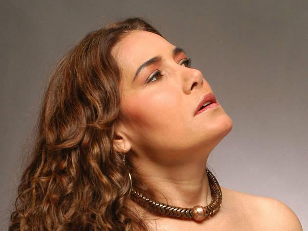 Tania Libertad canta en el aniversario 99 del Teatro de la Ciudad