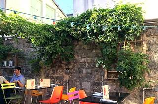 Au fond du jardin bars and pubs time out paris for Au jardin restaurant singapore