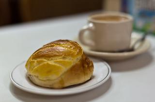 Pineapple bun and milk tea