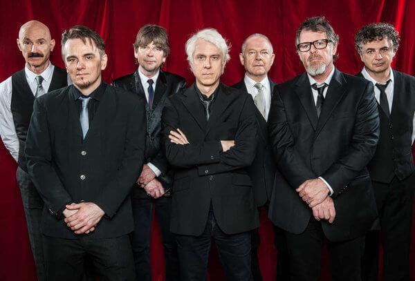 King Crimson visita el Teatro Metropólitan en varias fechas.