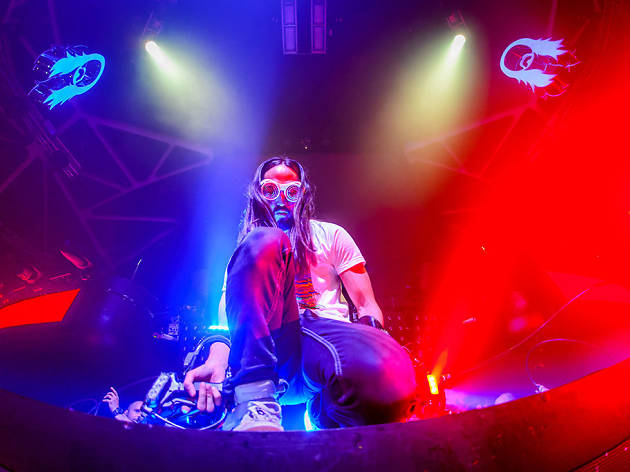 Steve Aoki plays Jewel Nightclub