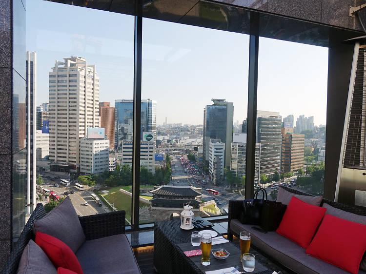 17:30~20:00 ▶ 파노라마 라운지에서 서울 최고 전망을 배경으로 한 잔