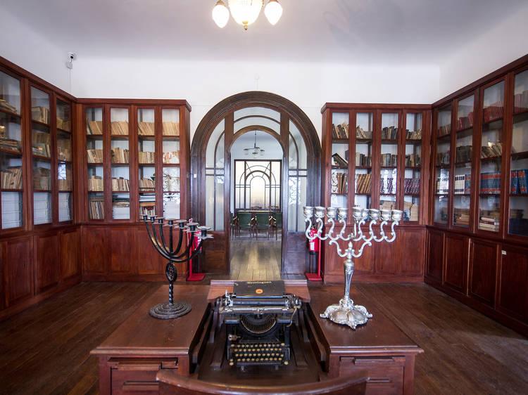Visit Kadootie Mekor Haim Synagogue