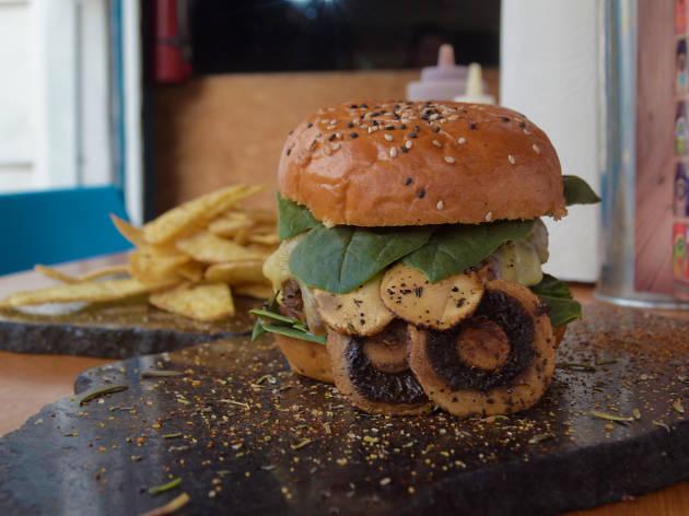 Hamburguesa de Cajun Rustic Burgers en la CDMX