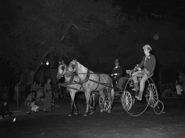 A cavalo e sobre rodas
