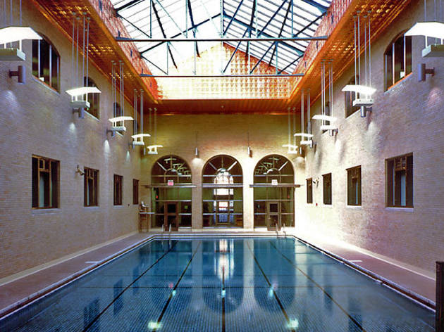 Nyc 39 s 9 best indoor swimming pools for families for Indoor swimming pools in brooklyn