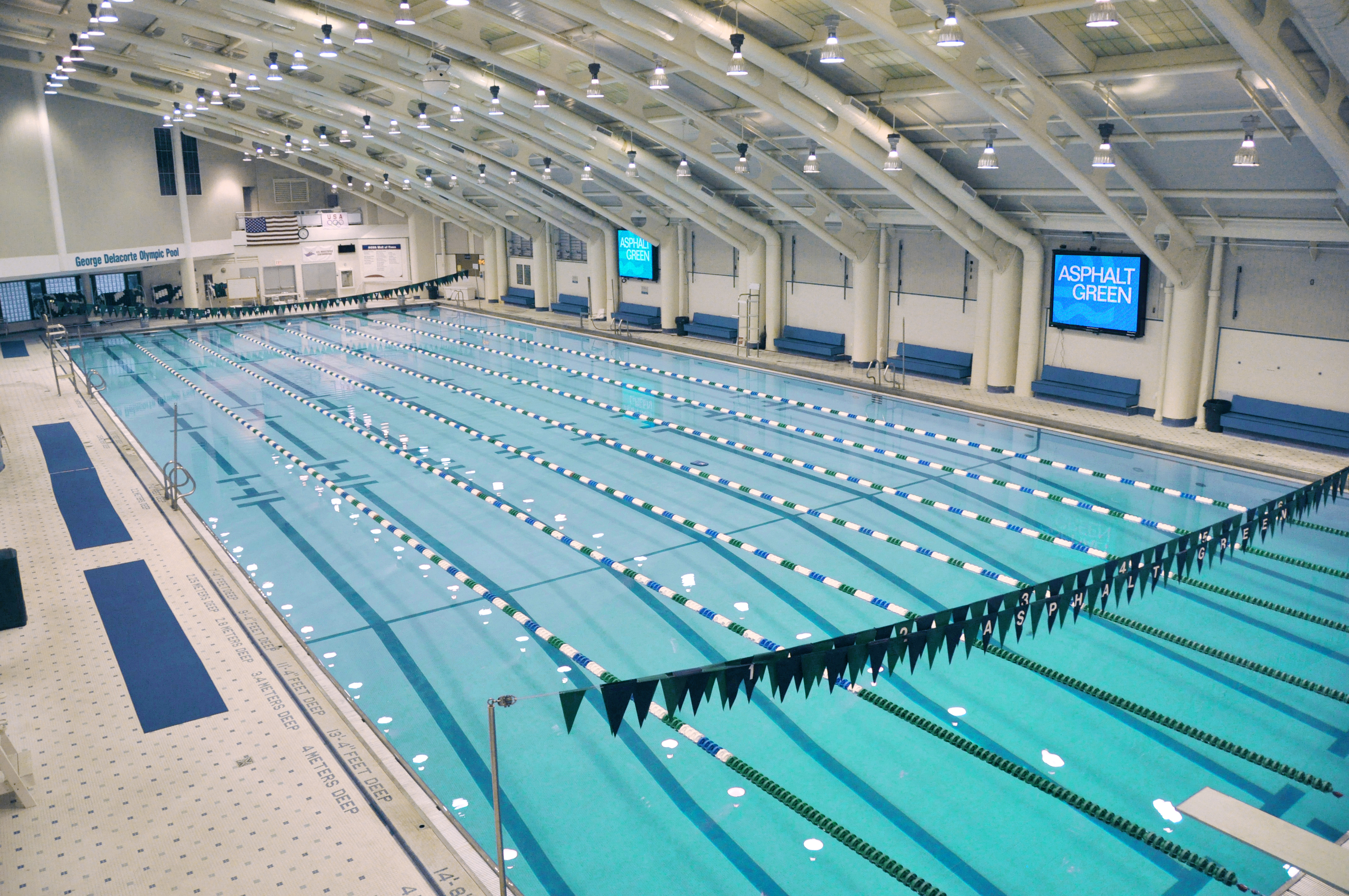 Nyc 39 s best indoor swimming pools for families for Best swimming pools
