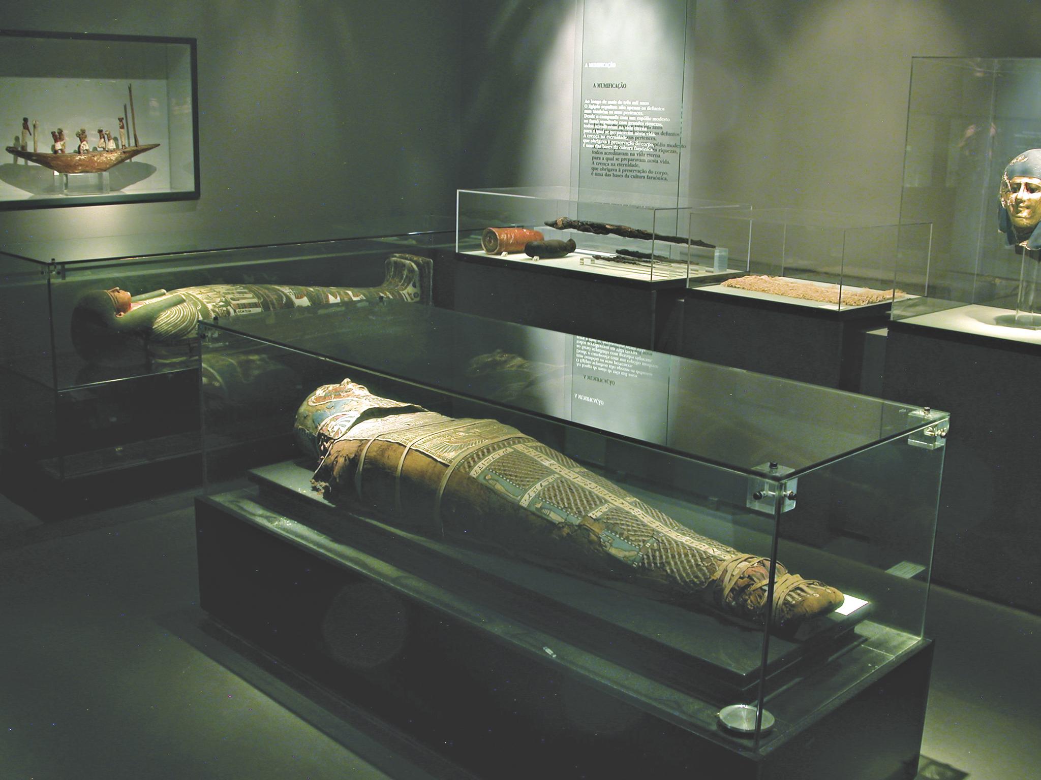 antiguidades egipcías do museu de arqueologia