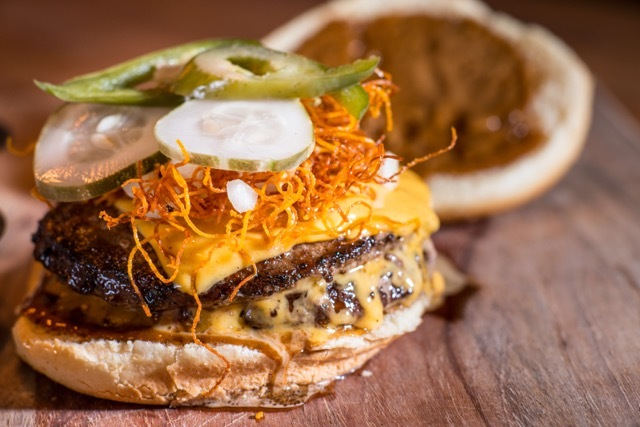 26 Best Burgers in Chicago That You Can Sink Your Teeth Into