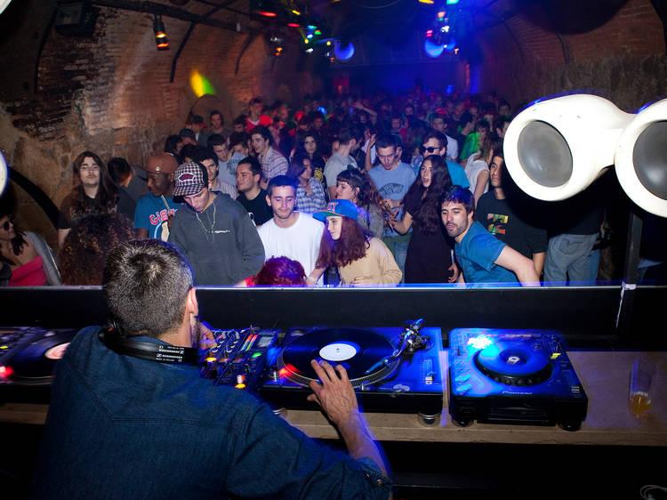 E respeite as DJs mulheres