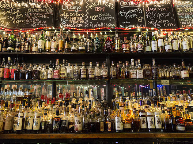 35 Best Bars in Chicago You Should Be Drinking At This Week